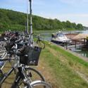 Uferpromenade mit Fahrrädern im Vordergrund©Stadt Hörstel